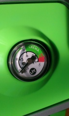 The pressure gauge. Again, I love the way the design makes everything obvious. The 'crema' area in green particularly appeals to me.